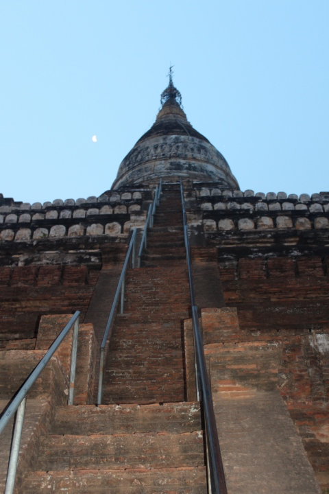 Shwesandaw Pagoda: a long way up
